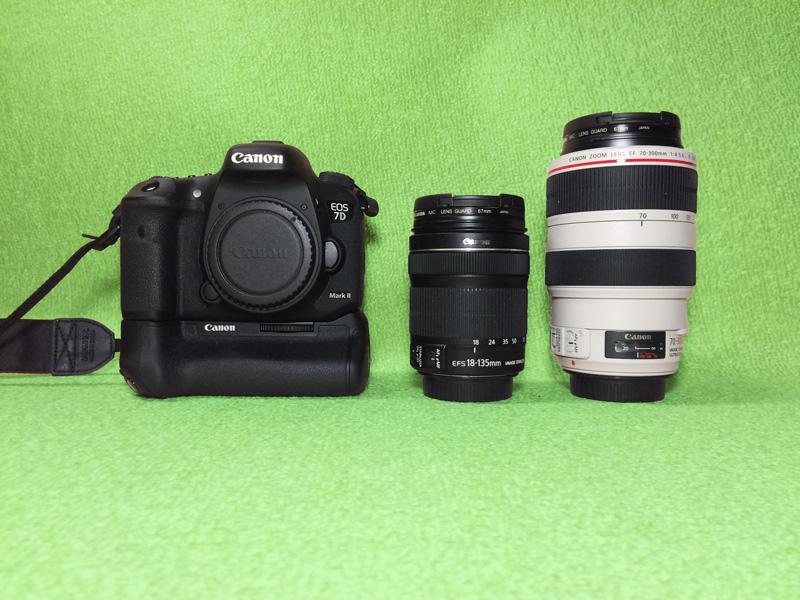EOS 7D Mk2(左)とレンズ EF-S18-135mm F3.5-5.6 IS STM(中央) EF-70-300mm F4-5.6 IS USM(右)