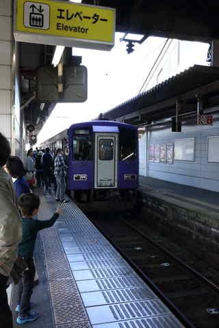 加茂駅停車中のキハ120
