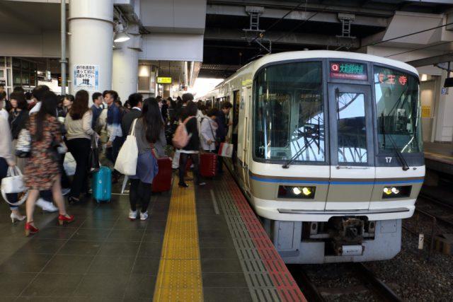 大阪駅停車中の大和路快速