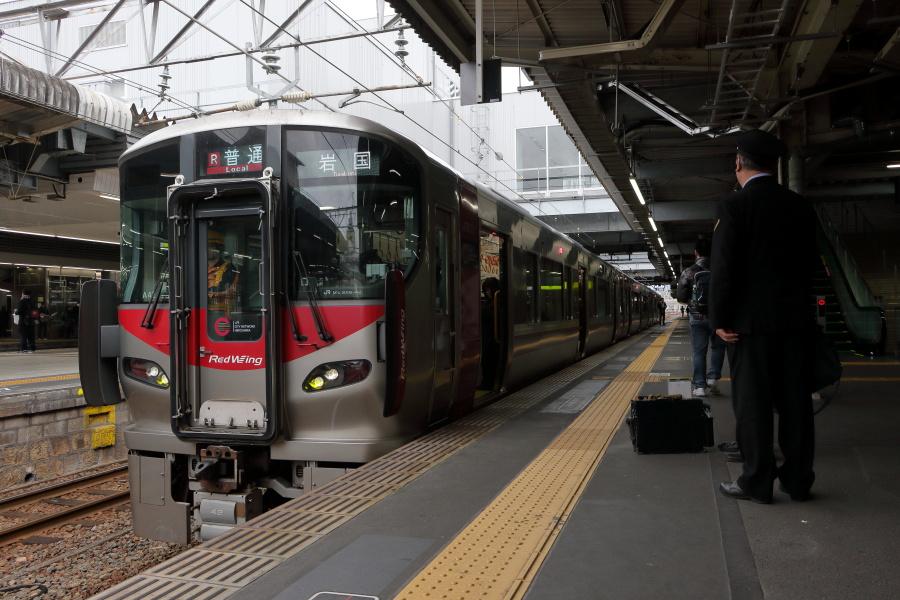 227系岩国行き 広島駅で