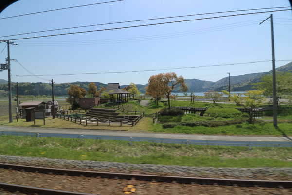 車窓から見える余呉湖