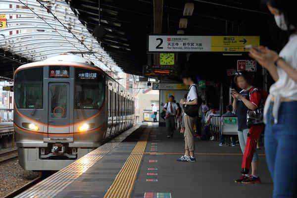 323系LS01編成 寺田町駅で