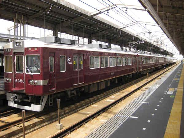 茨木市駅に停車中の6300系