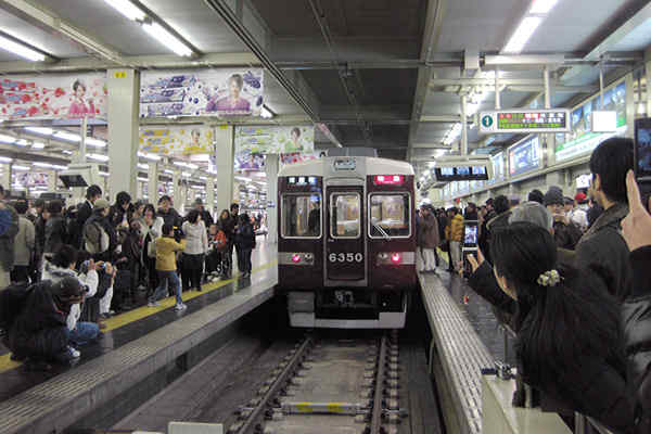 梅田駅に停車中の6300系