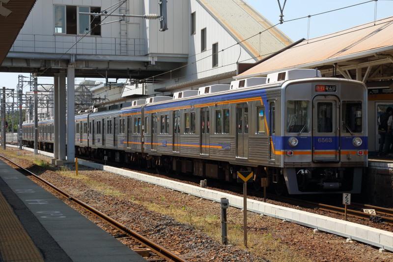 南海橋本駅に停車中…