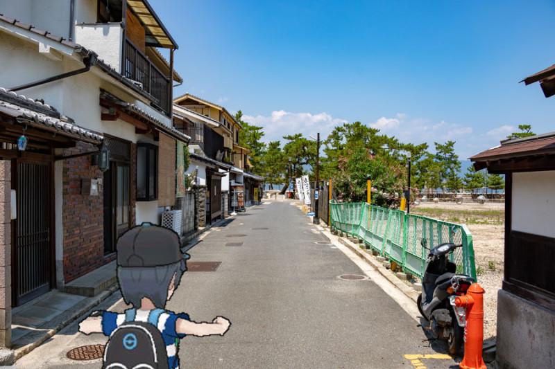 厳島神社近くの細い道